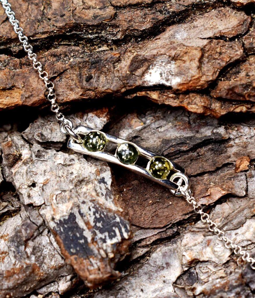 bransoletka srebro próba 925 bursztyn zielony na łańcuszku Amy