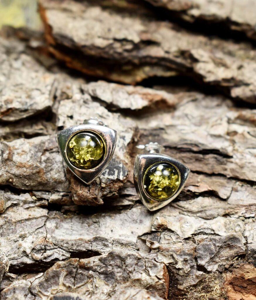 kolczyki srebro próba 925 bursztyn zielony na sztyft Anna zielonym