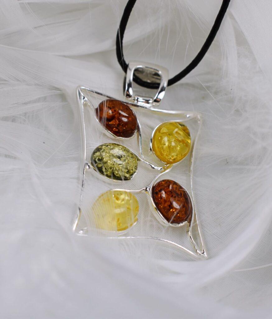 wisiorek duży srebrny próba 925 bursztyn mix kolorów na rzemyku Olivia
