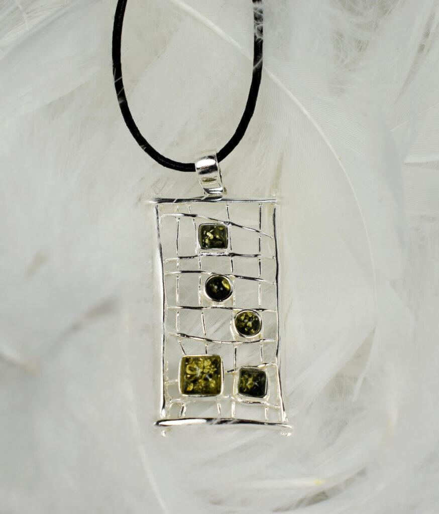 wisiorek duży srebrny próba 925 bursztyn zielony z rzemykiem Mary