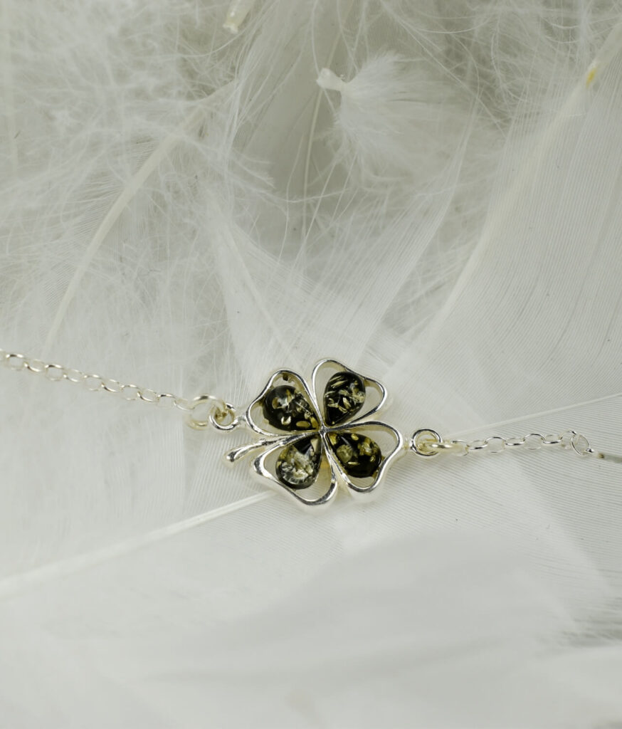 bransoletka srebro próba 925 bursztyn zielonym na łańcuszku koniczynka