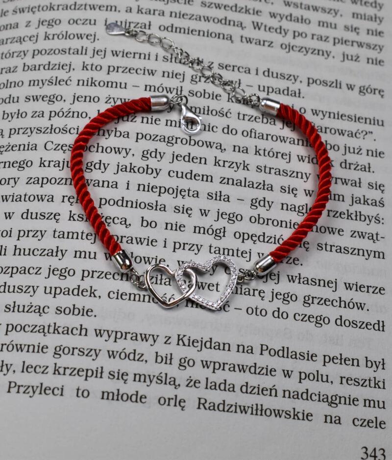 bransoletka srebro próba 925 z dwoma serduszkami połączonymi gładkie cyrkonia sznurkowa czerwona