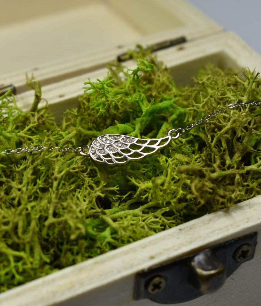 bransoletka srebro próba 925 ze skrzydełkiem ażurowe cyrkoniami na łańcuszku
