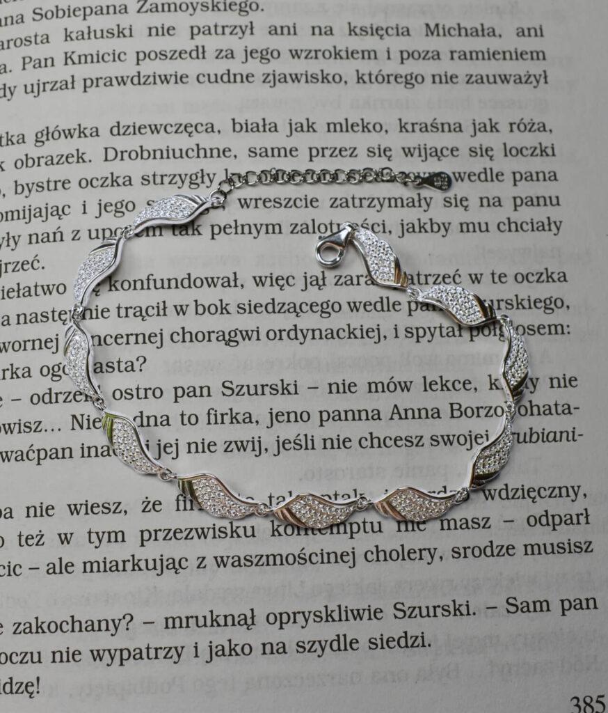 bransoletka srebrna próba 925 ze skrzydełkami z cyrkoniami wieloelementowa