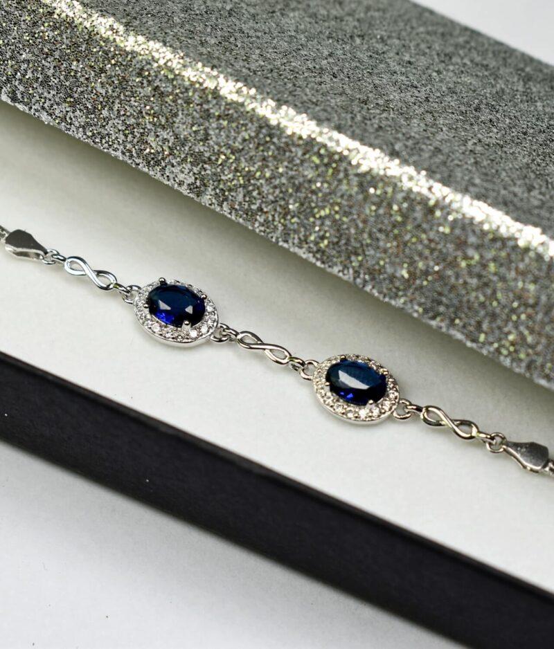 bransoletka srebro próba 925 z szafirowymi cyrkoniami nieskończonością na łańcuszku kostka