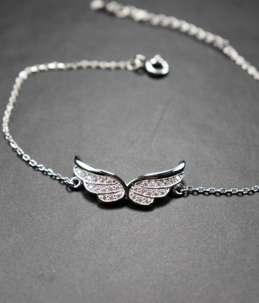 bransoletka srebro próba 925 ze skrzydłami połączone cyrkoniami na łańcuszku