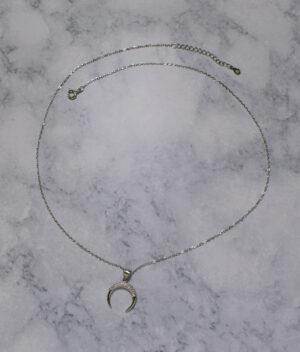 naszyjnik srebrny próba 925 z odwróconym księżycem z cyrkonią