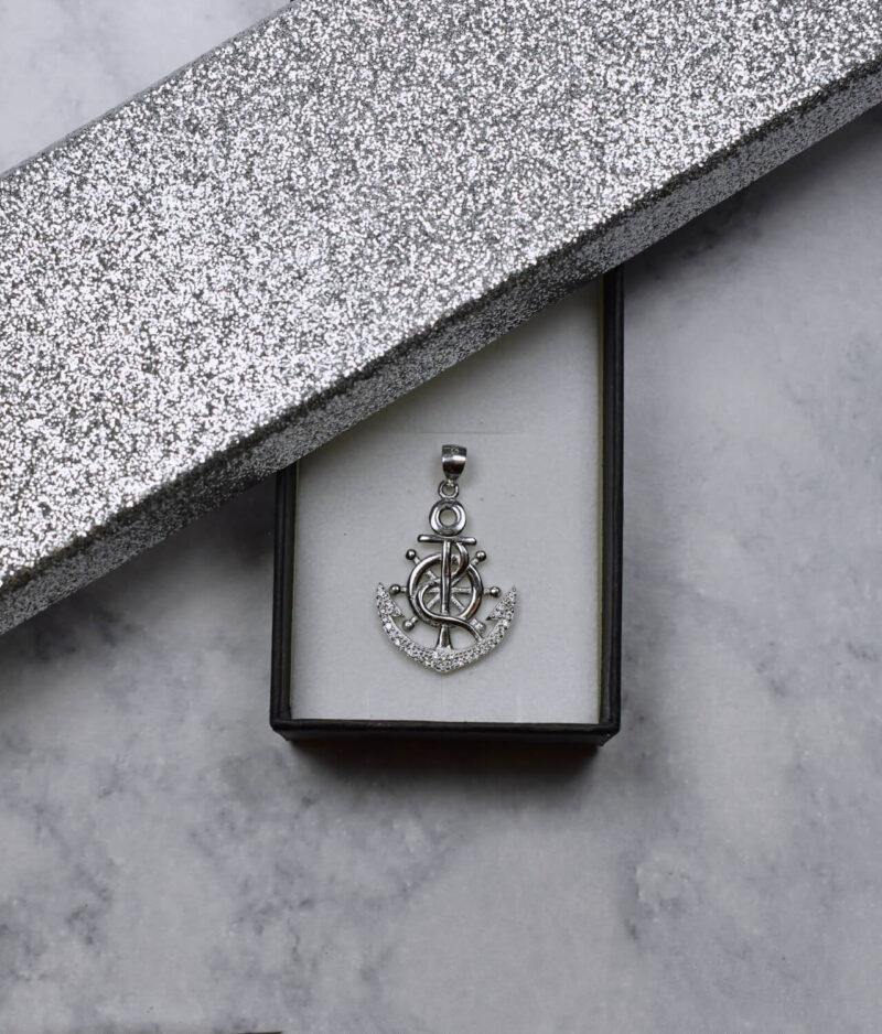 wisiorek srebrny próba 925 kotwica ze sterem z cyrkoniami