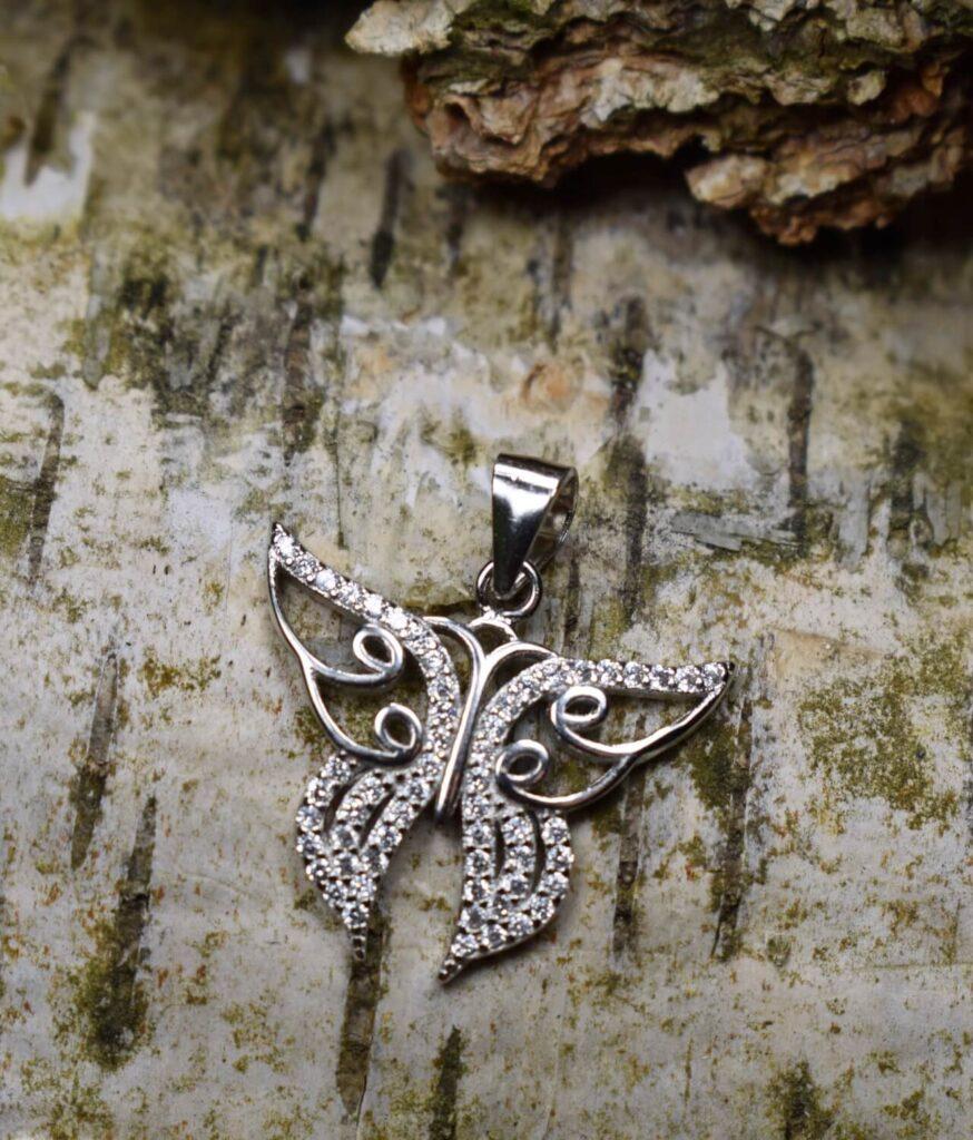 wisiorek srebrny próba 925 z motylkiem i cyrkoniami