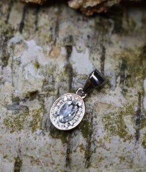 wisiorek srebrny próba 925 z owalną cyrkonią białą malutki