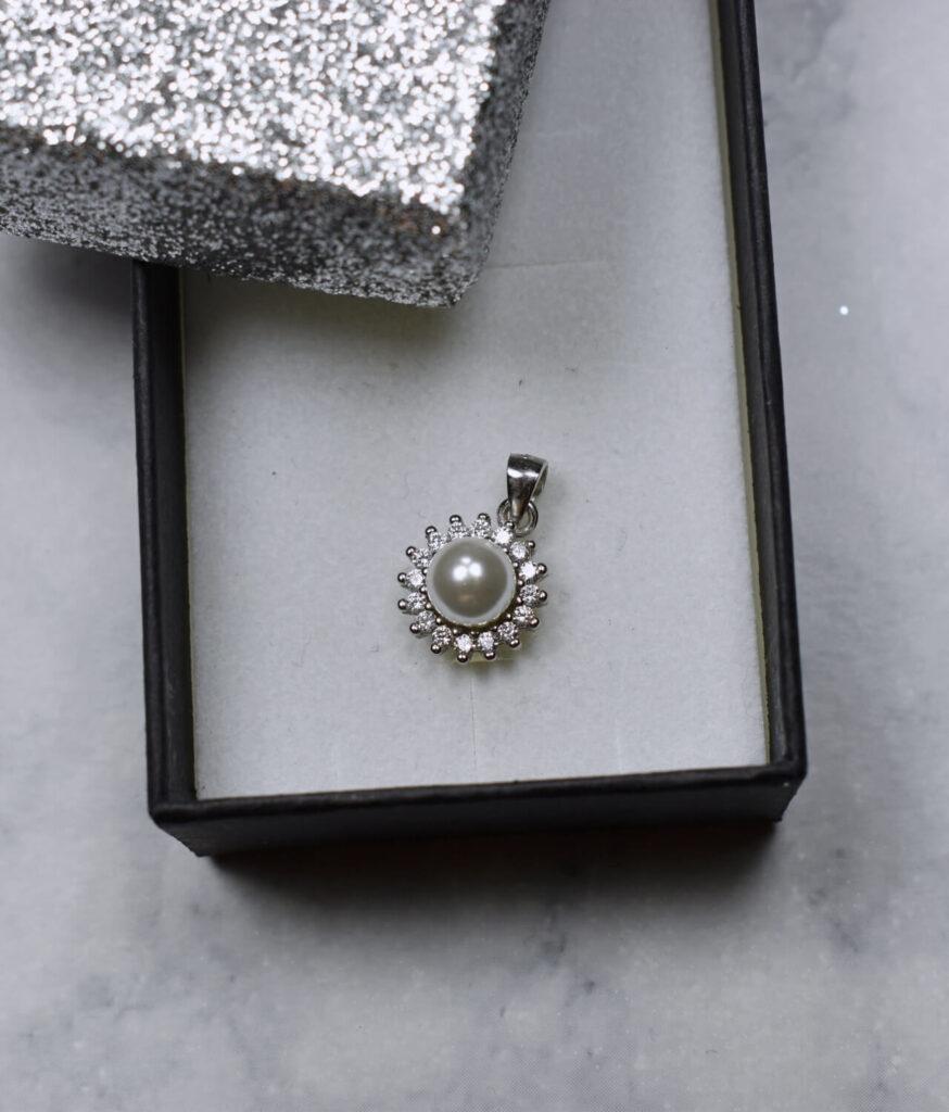 wisiorek srebrny próba 925 z perełką i cyrkoniami mały