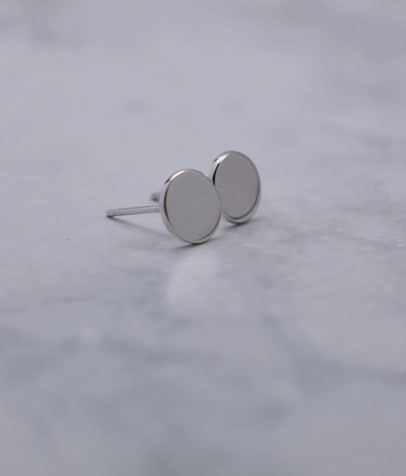 kolczyki srebrne próba 925 gładkie kółeczko na sztyft punkciki