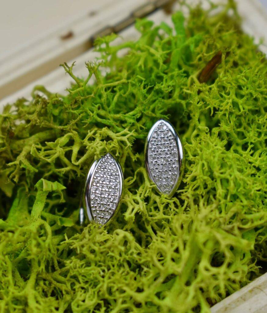 kolczyki srebrne próba 925 łezka z cyrkoniami drobne białe zapięcie angielskie
