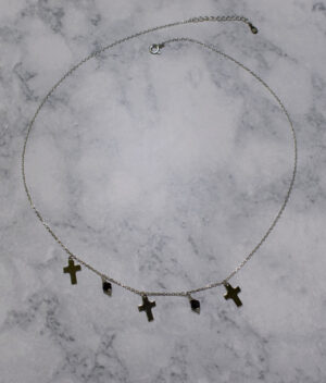 naszyjnik srebrny próba 925 z wiszącymi krzyżykami i koralikami