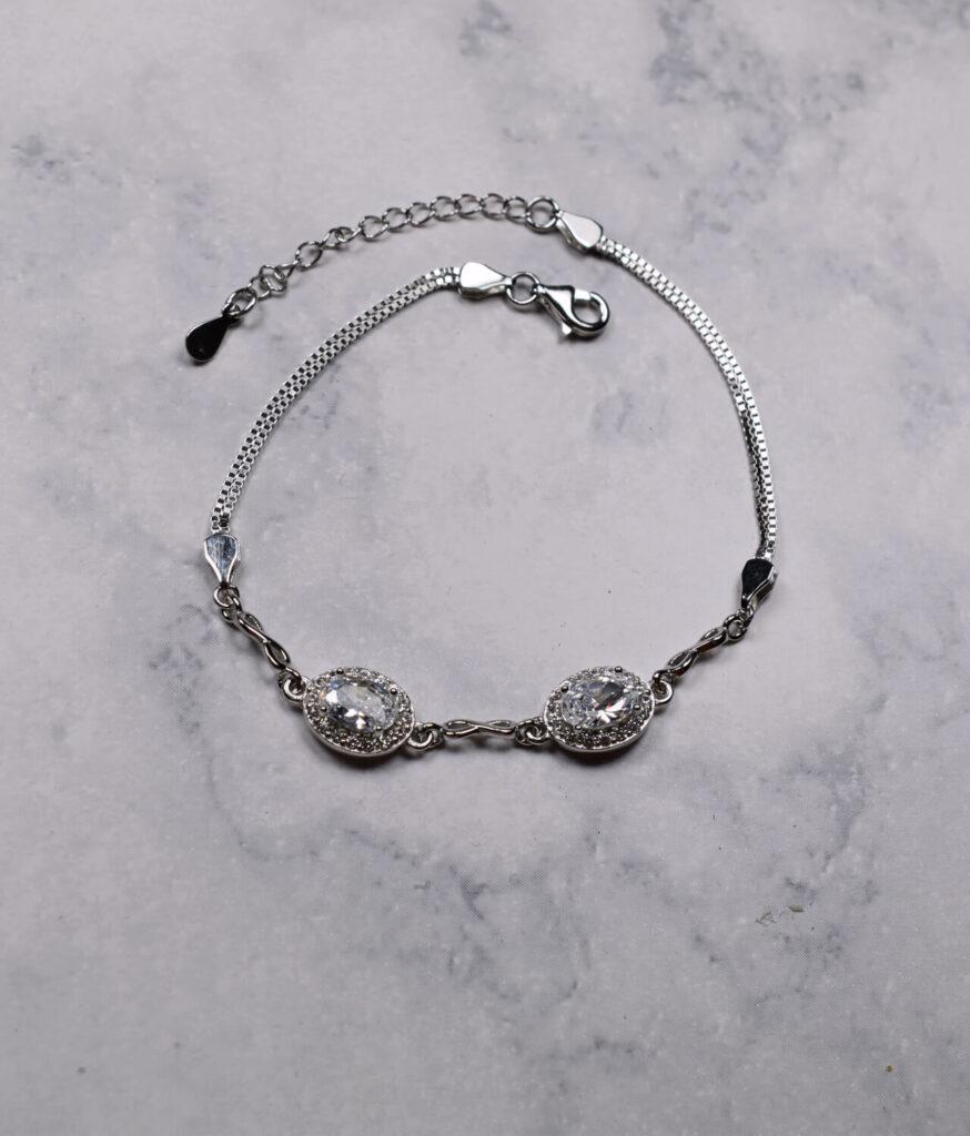 bransoletka srebrna próba 925 z białymi cyrkoniami i nieskończonością na łańcuszku kostka