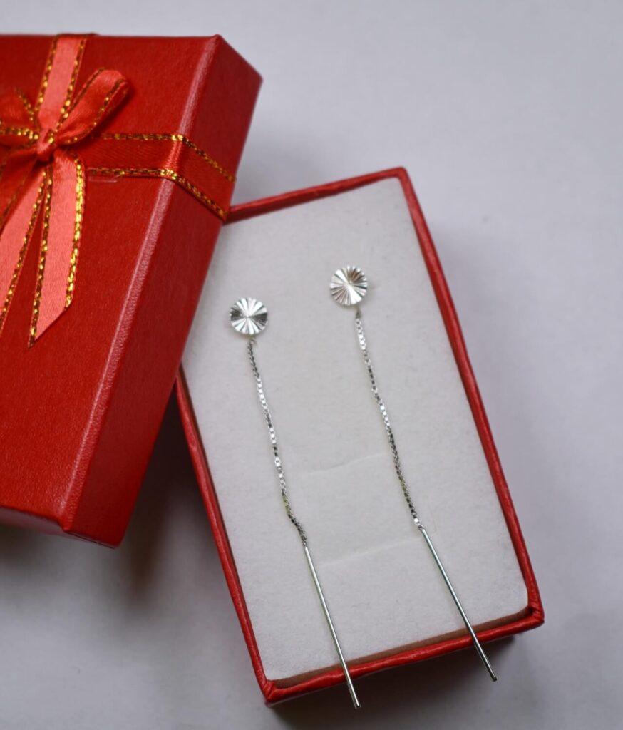 kolczyki srebrne próba 925 błyszczące blaszki przeciągane przez ucho gładkie