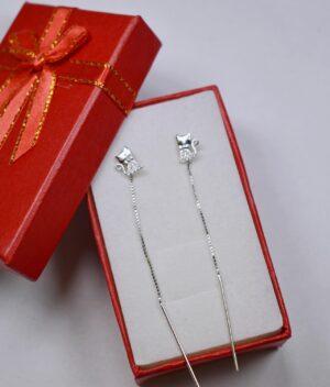 kolczyki srebrne próba 925 kotek z cyrkoniami przeciągane przez ucho