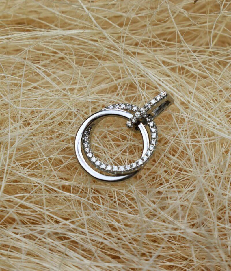 wisiorek srebrny próba 925 podwójne kółeczko na uszku z cyrkonii gładkie