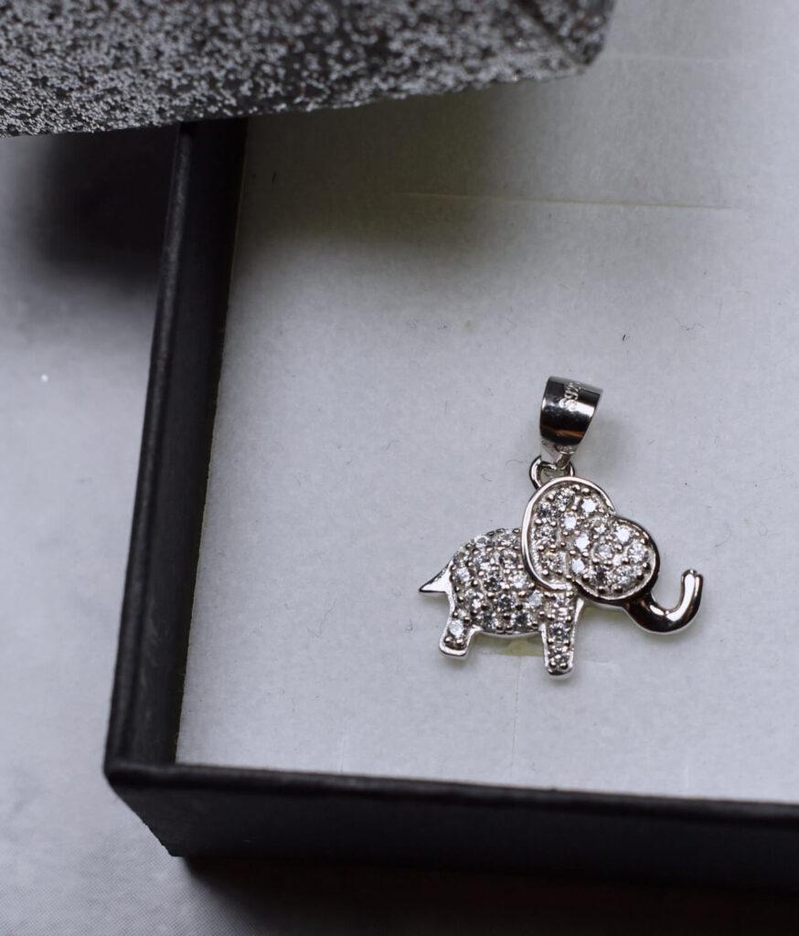 wisiorek srebrny próba 925 słonik z cyrkoniami rodowany