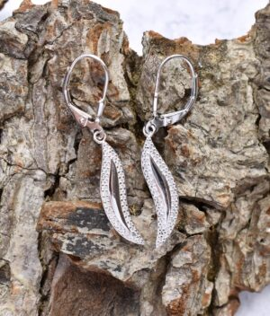 kolczyki srebrne fala z cyrkoniami wiszące zapięcie angielskie